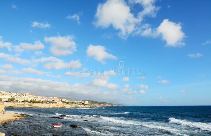 Download Algherokust Op Een Winderige Dag Stock Afbeelding - Afbeelding bestaande uit rotsen, oever: 54084225