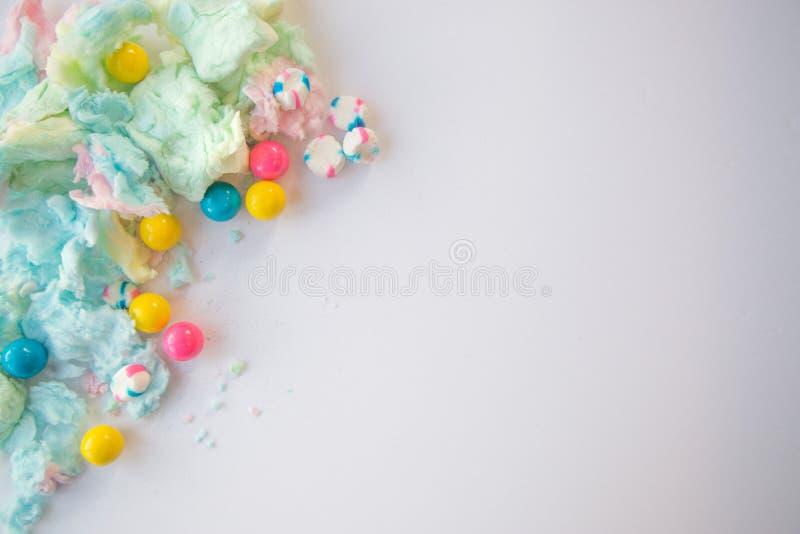 Algodão doce e gumballs macios imagens de stock