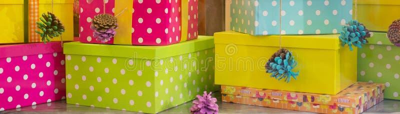 Algumas caixas de presente coloridas imagem de stock royalty free