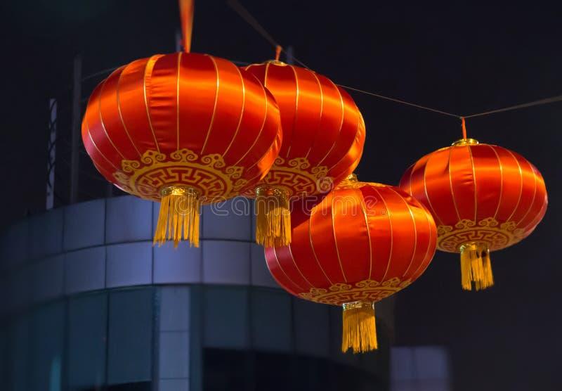Algumas lanternas chinesas na noite imagem de stock royalty free