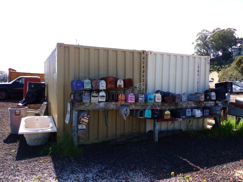 Algunas cajas viejas coloridas del correo en Sausalito, de San Francisco, California imagenes de archivo