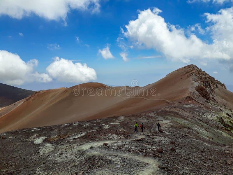 Algunas montañas parecen como un desierto fotos de archivo libres de regalías