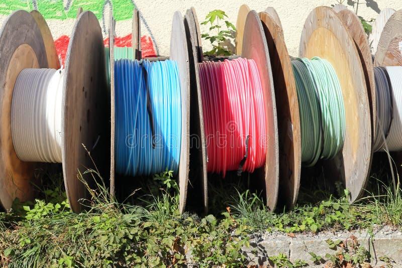 Algunos tambores de cable imagenes de archivo