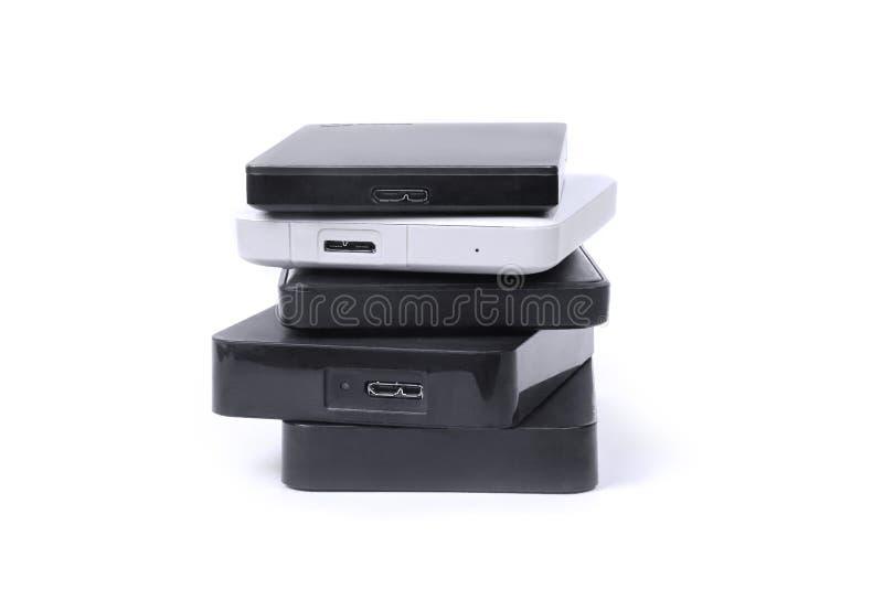 Alguns discos rígidos externos para armazenar dados, backup e informação de segurança fotografia de stock