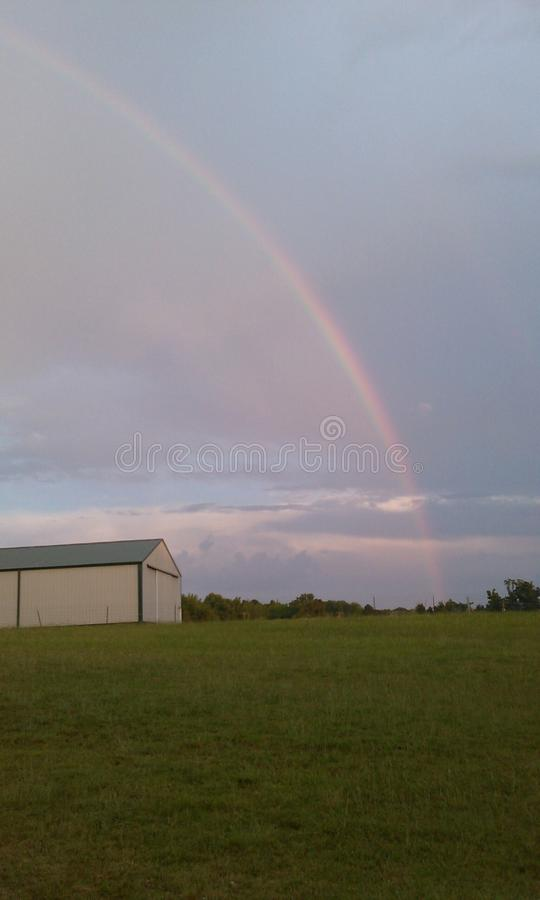 Alguns onde sobre o arco-íris fotografia de stock