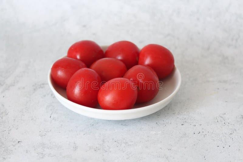 Alguns tomates de cereja frescos imagem de stock