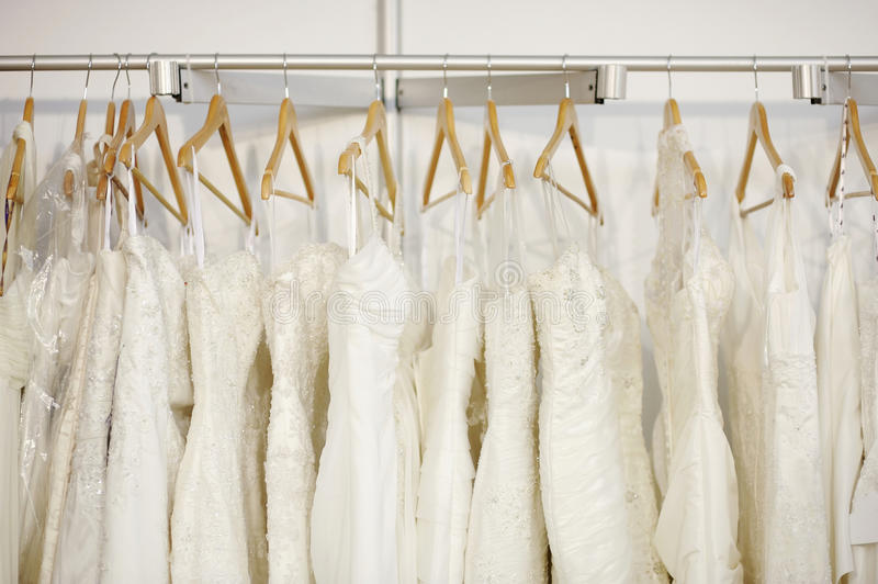 Alguns vestidos de casamento bonitos imagens de stock royalty free