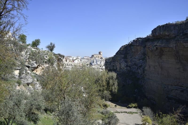 Alhama de Granada widzieć od wąwozu zdjęcie royalty free