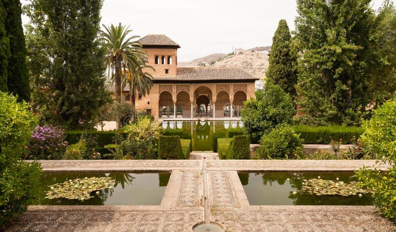 alhambra садовничает generalife внутри дворца стоковое фото