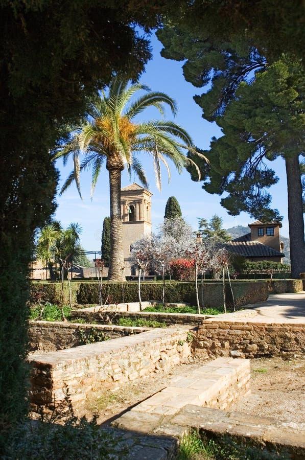 alhambra arbeta i trädgården den granada slotten royaltyfri bild