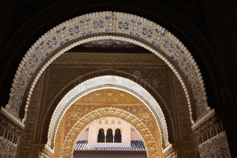 alhambra bågar royaltyfria foton