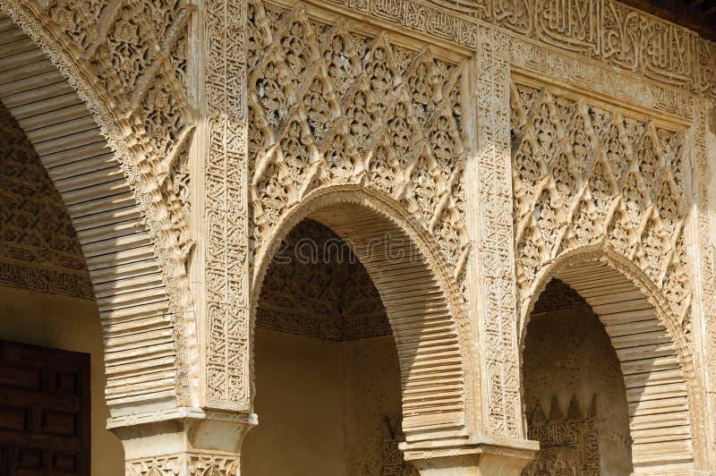 alhambra bågar royaltyfria bilder
