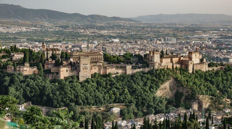 Alhambra contre la ville photo libre de droits