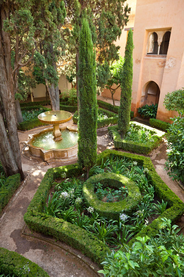 Alhambra De Granada: Lindaraja Gardens Stock Photo - Image of arabic ...