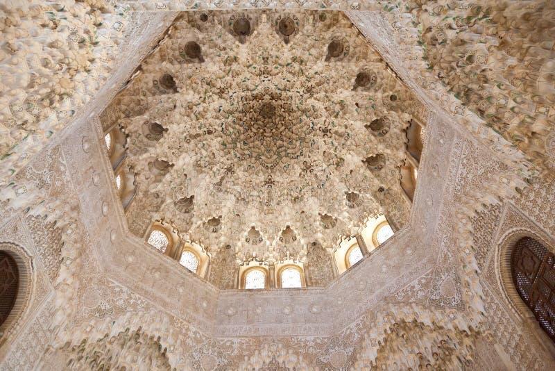 alhambra de granada moorishvalv arkivbilder