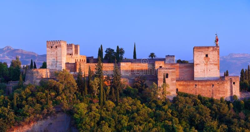 Alhambra de Granada, panorâmico no por do sol imagens de stock royalty free