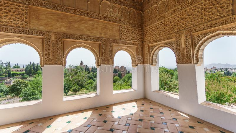 Alhambra, decoração e janelas fotografia de stock royalty free