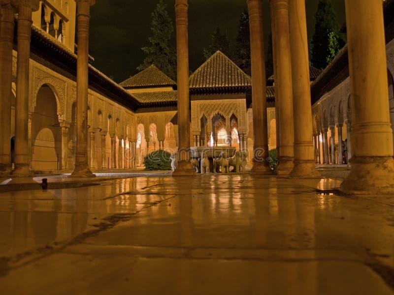 Alhambra en la noche fotografía de archivo libre de regalías
