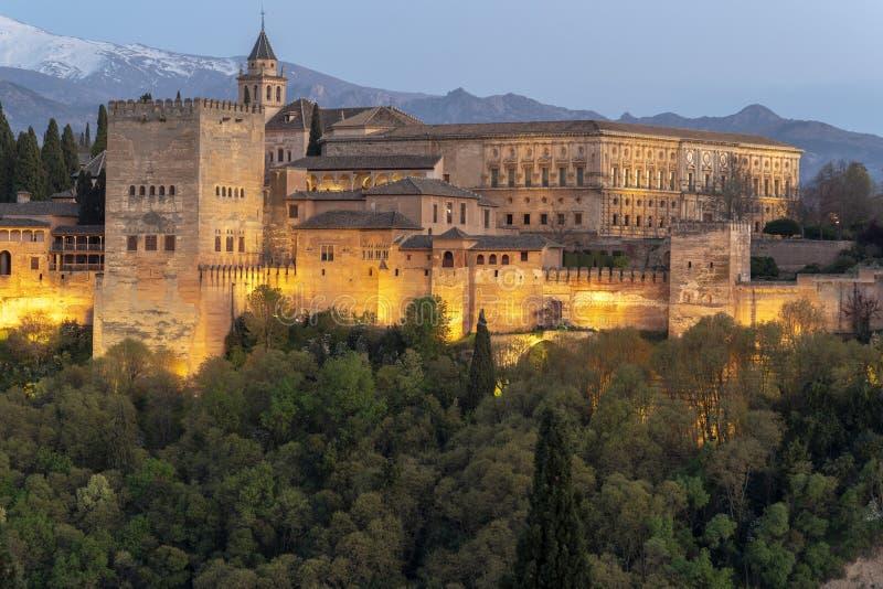 Alhambra forteczny pałac w Granada Hiszpania przy zmierzchem fotografia stock