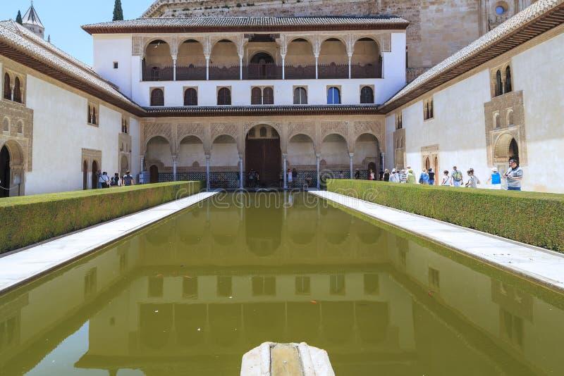 Alhambra a Granada, Spagna: Palazzo di Nasrid, cortile del ` s del mirto immagini stock