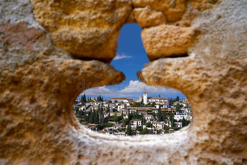 Alhambra het venster van Albaicin Granada zet op royalty-vrije stock afbeelding