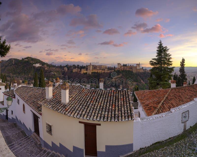 Alhambra och de Generalife slottarna, Grenada, Spanien royaltyfria foton