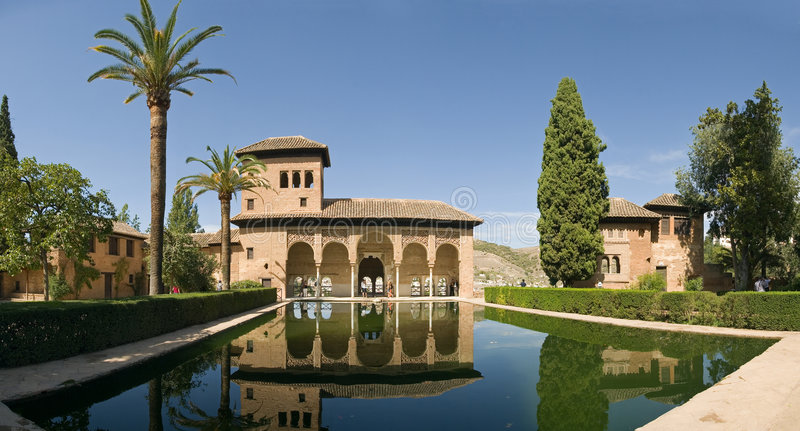 alhambra pöl royaltyfria bilder