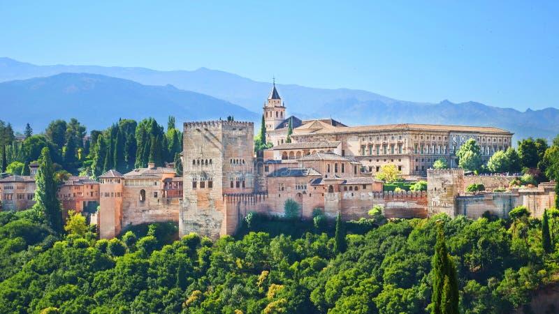 Alhambra Palace komplex i spanska Granada royaltyfri foto