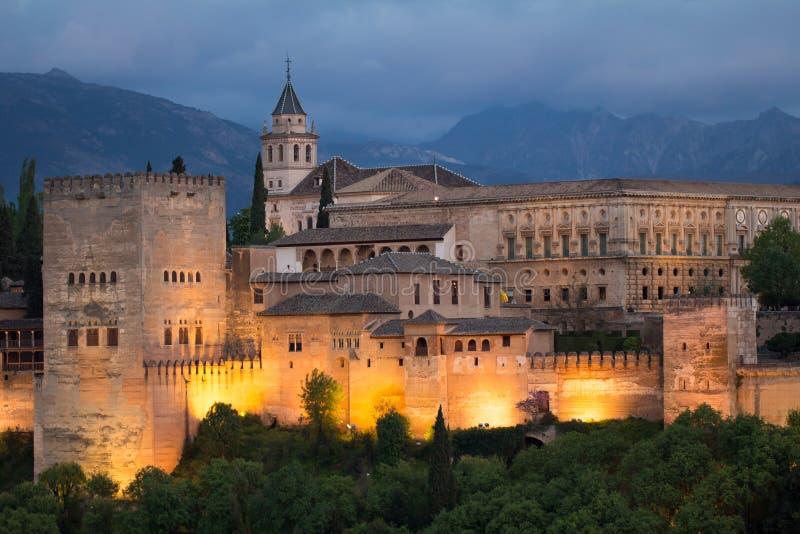 Alhambra pendant la nuit images libres de droits