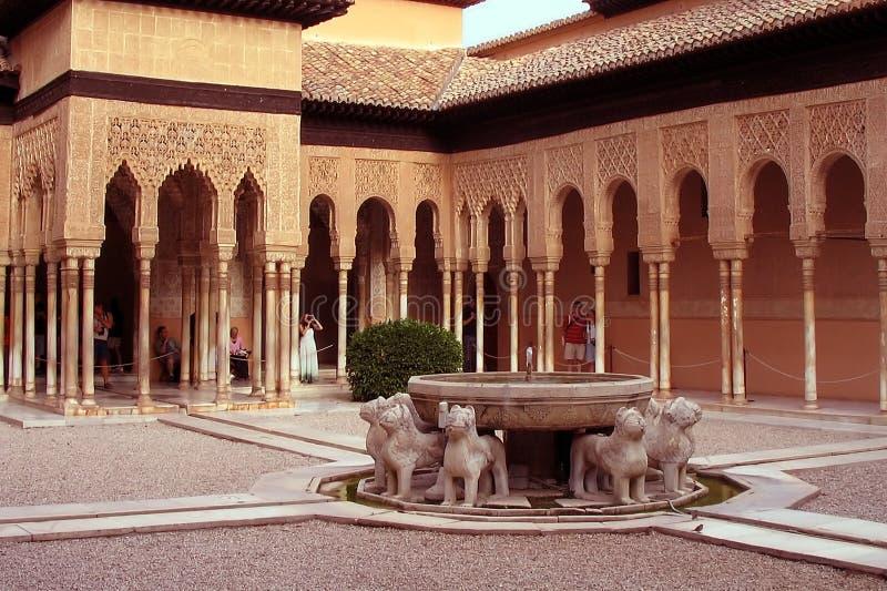 alhambra trädgårds- lions spain royaltyfria bilder