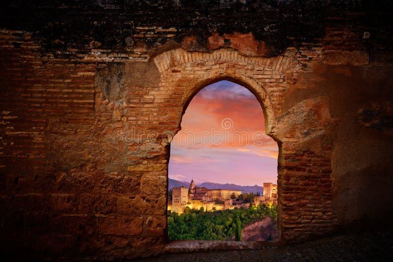 Alhambra zmierzchu łuku Granada ilustracja zdjęcie royalty free
