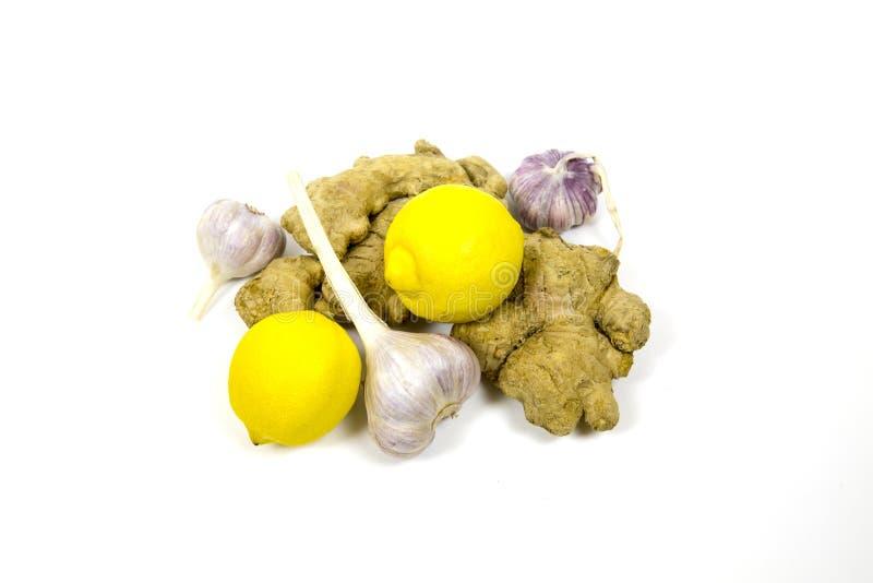 Alho da raiz do gengibre do limão isolado no fundo branco Produtos úteis para o coração e os vasos sanguíneos foto de stock royalty free