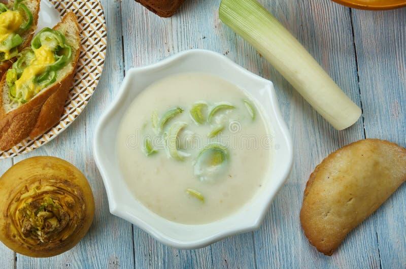 Alho poró de Galês e sopa do queijo Stilton imagem de stock