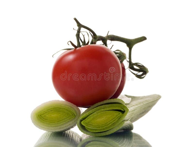 Alho-porro e tomates foto de stock