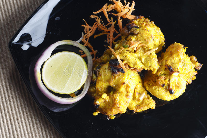 Alho Tikka do limão - um prato de galinha grelhado. imagem de stock