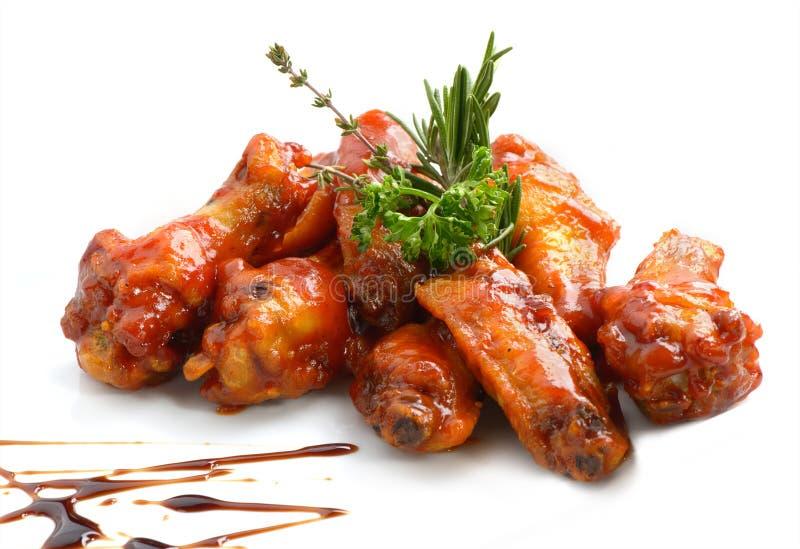 Ali di pollo con salsa barbecue fotografie stock libere da diritti
