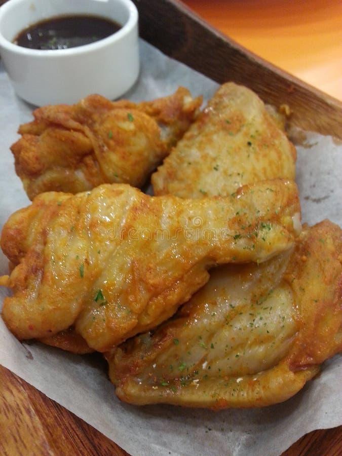 Ali di pollo fritto immagine stock