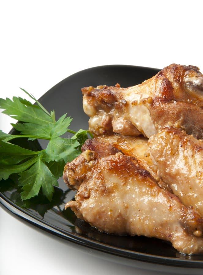 Ali di pollo su una griglia immagine stock libera da diritti