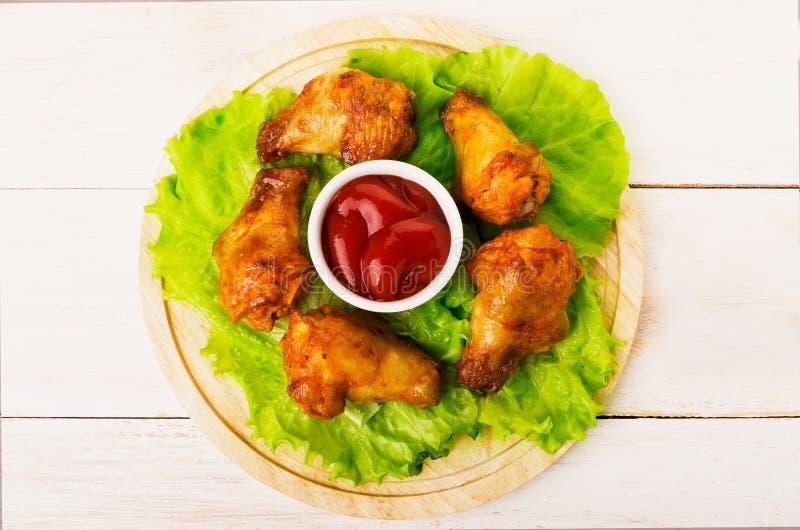 Ali fritte con ketchup fotografia stock libera da diritti