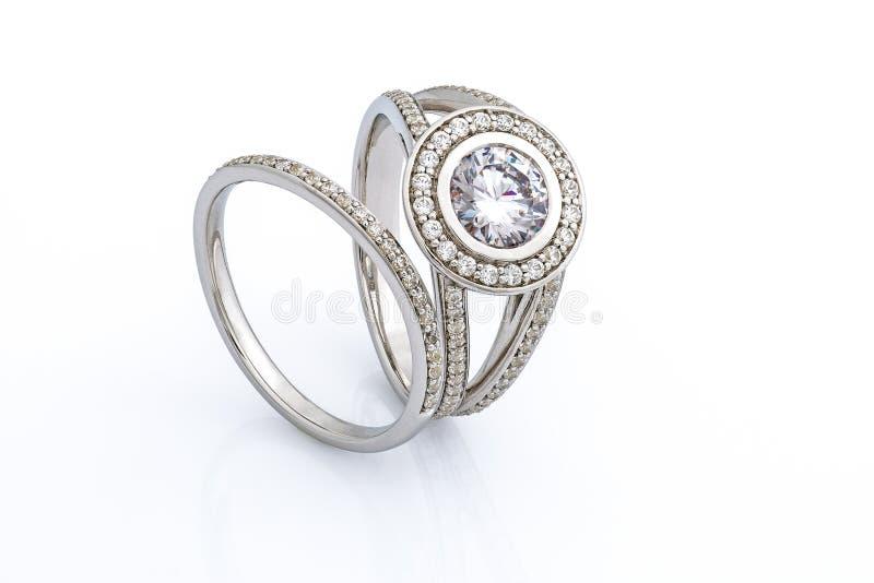 Alianças de casamento ajustadas fotografia de stock royalty free