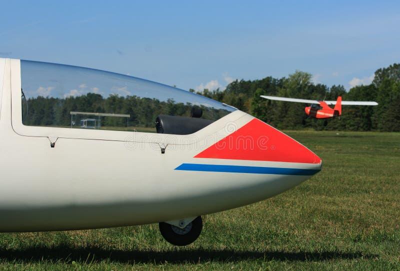 Aliante ed aereo di rimorchio fotografie stock