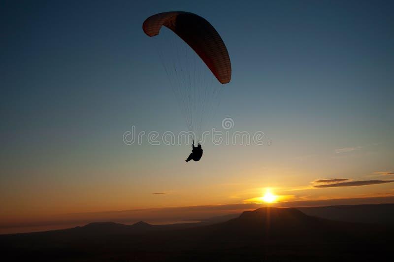 Aliante nel tramonto fotografia stock