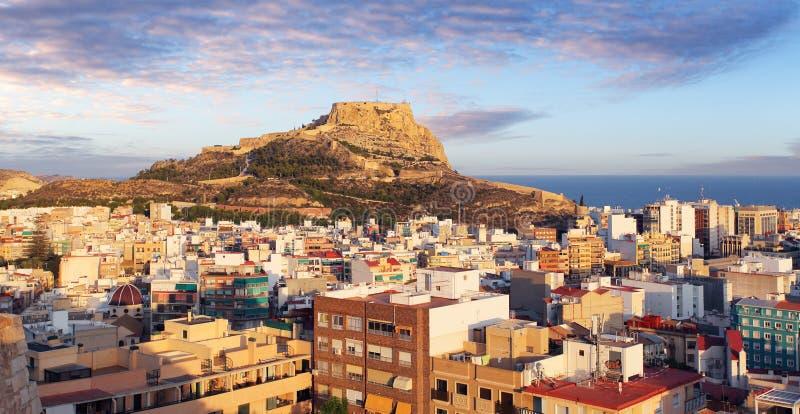 Alicante en España en la puesta del sol imagen de archivo