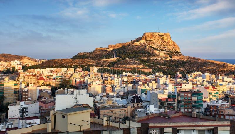 Alicante en España en la puesta del sol fotos de archivo
