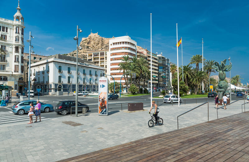 Download Alicante, Espagne - Septembre 2015 : Place 'plaza Puerta Del Mar' Photo éditorial - Image du ville, plaza: 76076601
