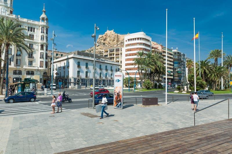 Download Alicante, Espagne - Septembre 2015 : Place 'plaza Puerta Del Mar' Photographie éditorial - Image du touriste, course: 76076642