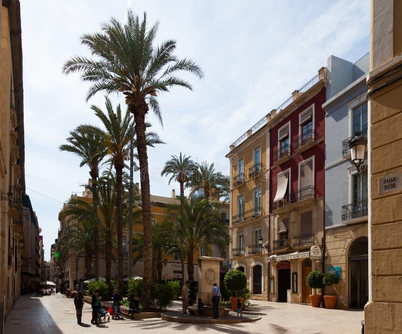 ALICANTE, ESPANHA - 14 DE ABRIL DE 2014: Calle Mayor Alicante imagem de stock