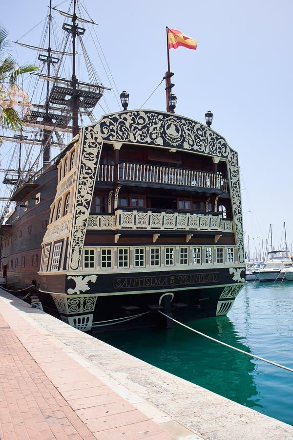 Alicante, Espanha - 30 de junho de 2016: Curva do navio de Santisima Trinidad O navio é uma réplica exata do Santisima Trinidad fotografia de stock