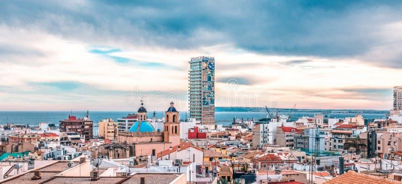 Alicante, Espanha, o 31 de dezembro de 2017: Vista panorâmica da cidade de Alicante, Costa Blanca, Espanha fotos de stock