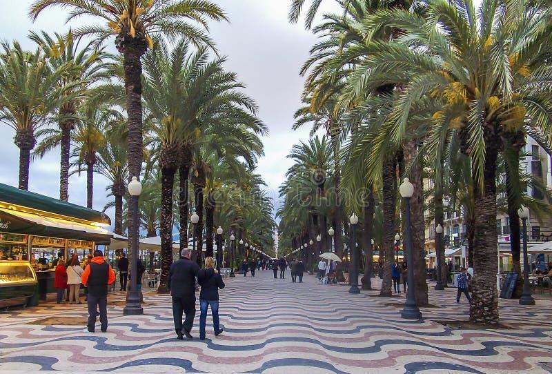 Alicante Explanada met palmen stock afbeelding